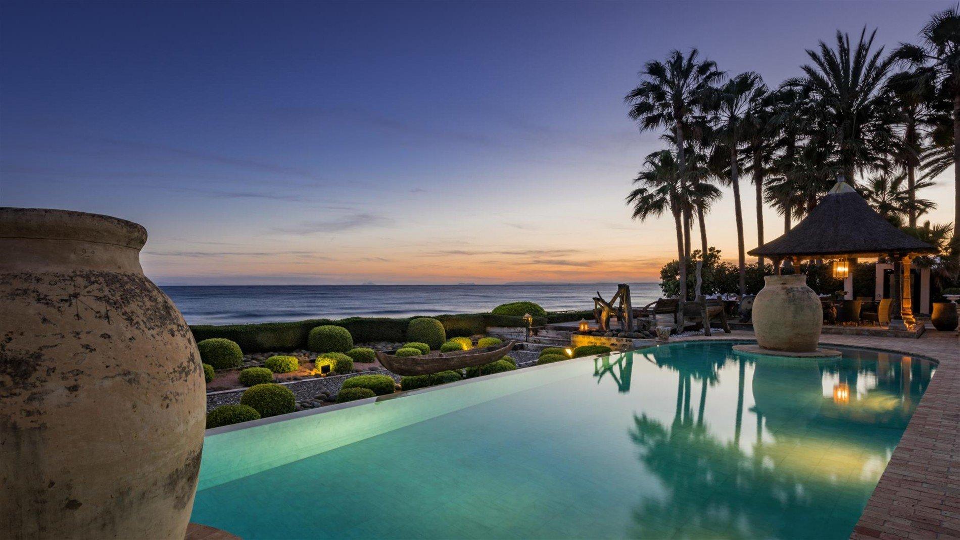 Traumhafte Villa direkt am Strand in Marbella 39